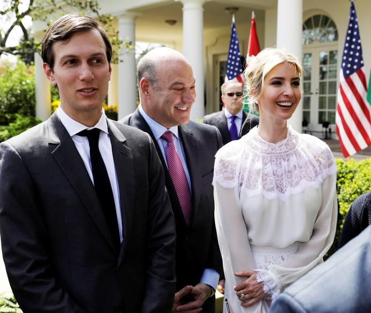 Иванка уже обзавелась собственным кабинетом в Белом доме и наняла стилиста, который помогает ей с шопингом.