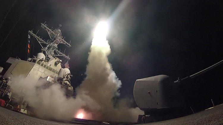 Стоило президенту США выпустить полсотни «томагавков» по авиабазе сирийских ВВС, как практически вся американская пресса, еще вчера нещадно его критиковавшая, стала писать, какой он молодец