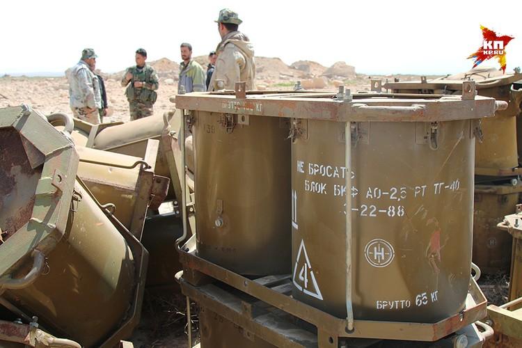 Спаренные контейнеры, кторые диванные аналитики уже успели атрибутировать их как тару для химического оружия
