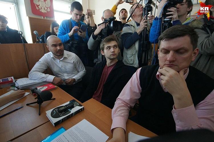Адвокат Алексей Бушмаков (справа) ранее защищал Чудновец, а теперь Соколовского