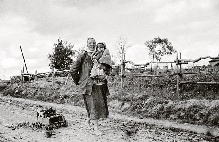 После ухода мужчин на фронт многие семьи жили исключительно на заработок мам и бабушек.