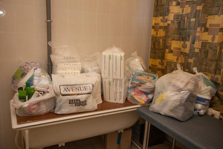 После публикации в «Комсомолке» пермяки принесли для Ирины необходимые вещи и медикаменты. Столько, что все не поместилось в реанимобиль