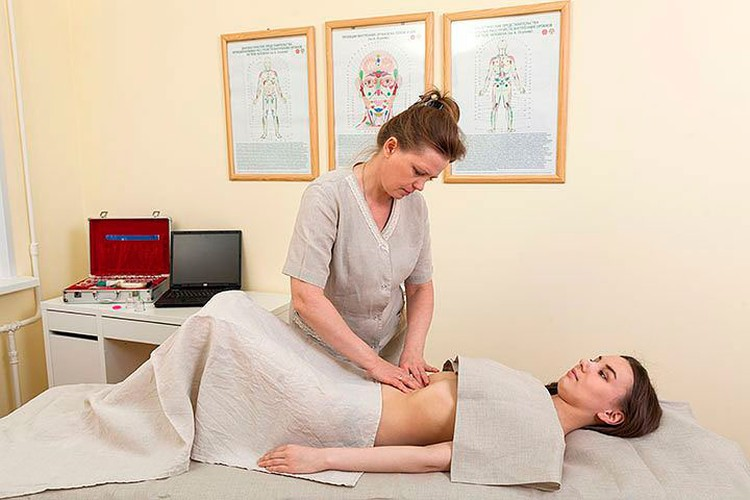 Избавить человека от аллергии поможет висцеральный массаж. Это массаж внутренних органов через переднюю брюшную стенку. Он приводит желудочно-кишечный тракт в нормальное состояние, снимает спазм, избавляет от глистов