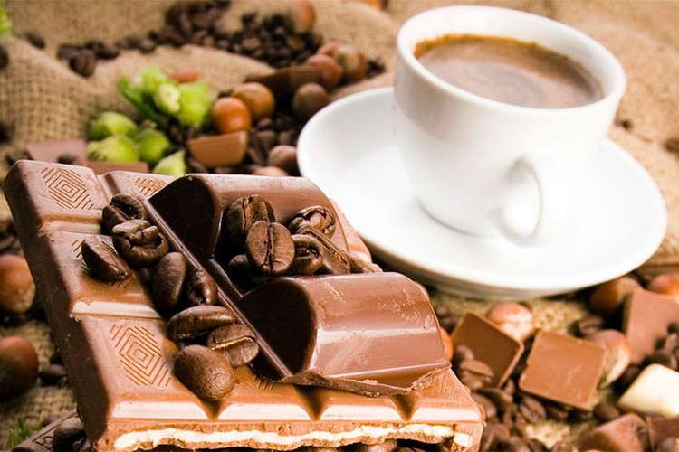 В период обострения сезонной аллергии не стоит пить кофе, есть шоколад и овес (геркулес). По мнению специалистов, эти продукты вызывают скрытую аллергию у 99,9% людей. Фото: coffeemag.ru