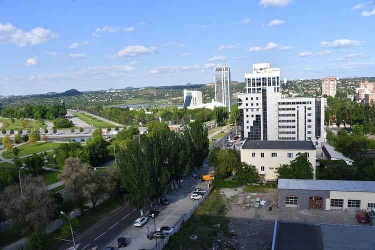 Донецк в центре выглядит вполне мирным городом
