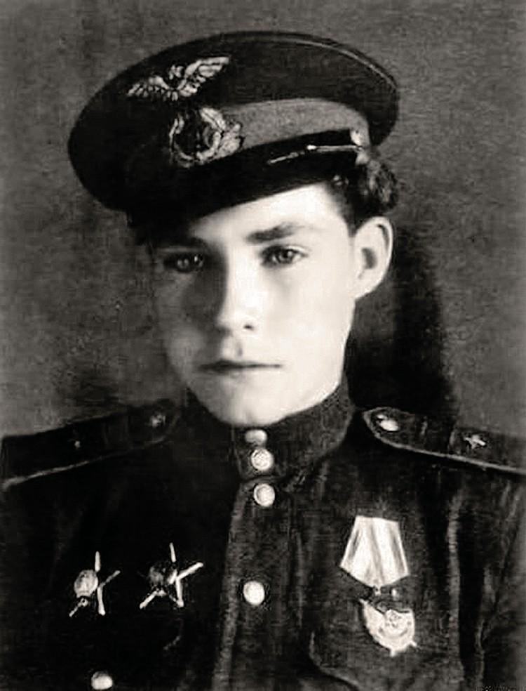В 14 лет Аркадий Каманин уже начал самостоятельно летать.