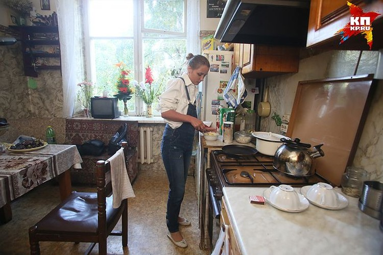 На кухню Наталью пока еще пускают. Но с Маргаритой они готовят и столуются отдельно.