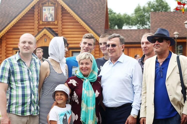 Вячеслав Заренков направился в Толочин, где благодаря его усилиям и финансированию был возрожден обветшавший Свято-Покровский монастырь.