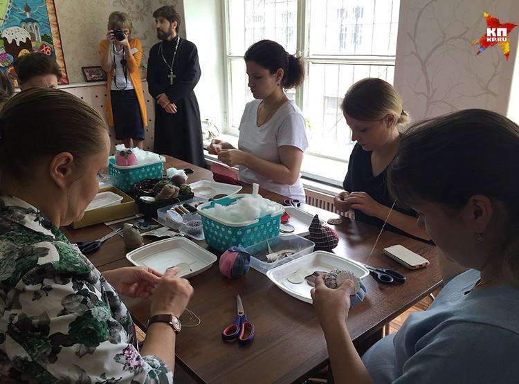 Для мам организованы различные курсы и творческие мастерские