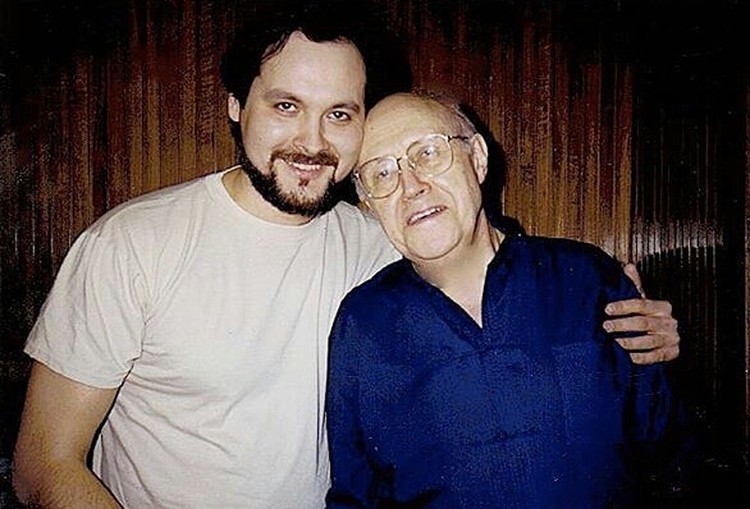 Аскар Абдразаков сотрудничал с самыми выдающимися дирижера мира. На фото певец с Мстиславом Ростроповичем. Фото: личный архив