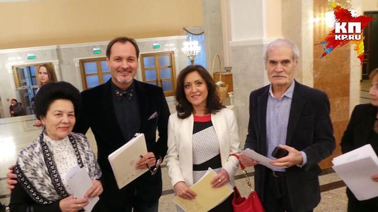 Аскар с коллегами из Башкирского театра оперы и балета - членами жюри Международного фестиваля им. Шаляпина