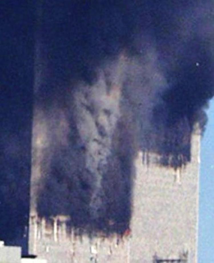 Лик во время пожара в одной из башен-близнецов, атакованных террористами: ничего хорошего это знамение не предвещало.