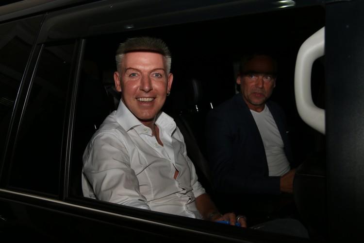 Лидер группы сел в машину, завтра у него выступление в Балаклаве.