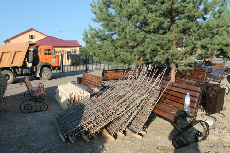 Декоративные заборчики станут элементами национальных подворий. Фото: администрация Марксовского района
