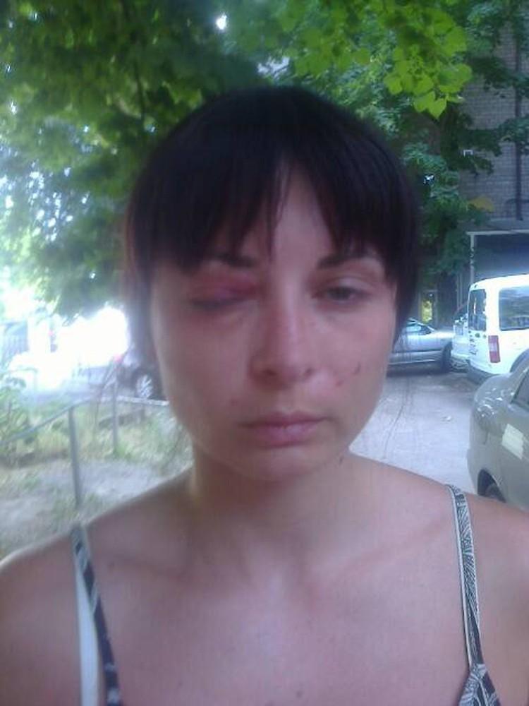 Это фото Дарьи сделано ее мамой, когда девушку вели из камеры следственного отдела СБУ по Днепропетровской области к машине. Сейчас женщина не знает, где находится ее дочь.
