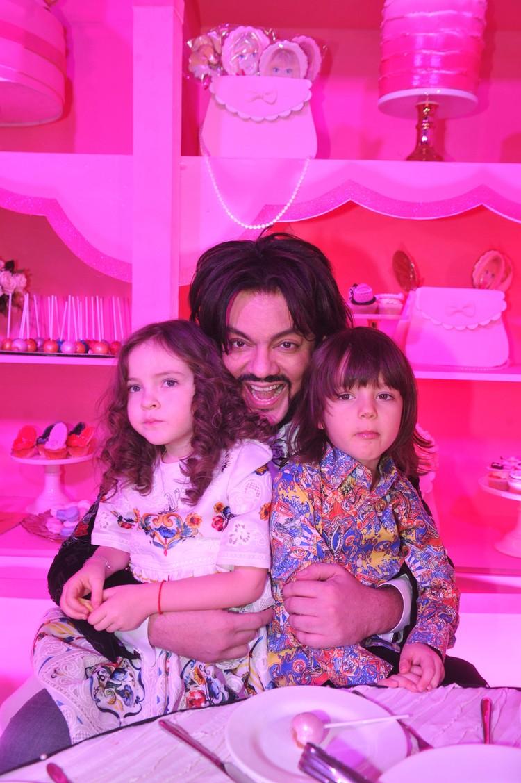 Филипп Киркоров с Мартином и Аллой-Викторией (5 лет)