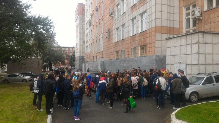 Студентов классического университета отправили по домам. Фото Андрея Шеварднадзе