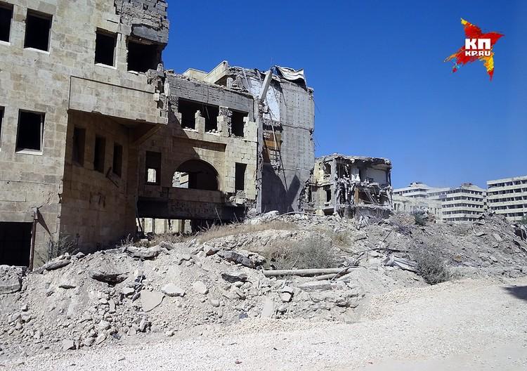 До войны город Алеппо был локомотивом промышленности Сирии, сейчас же многие кварталы представляют из себя руины, не поддающиеся восстановлению.