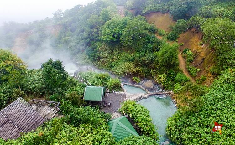 Вулкан Баранского самый известный вулкан на острове. Термальные источники оборудованы для отдыха и купания