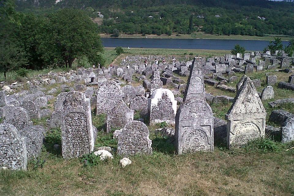 Вадул Рашков. Одно из крупнейших старых еврейских кладбищ в Молдове.