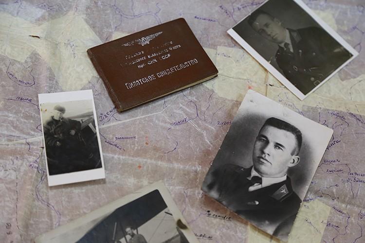 Командир корабля, 36-летний Максим Тюриков, смог в сложнейших условиях посадить борт на обледеневшее болото