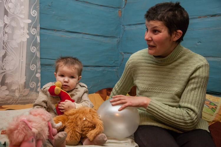 """Двухлетняя Танюшка называет Валентину Павловну """"баба"""""""