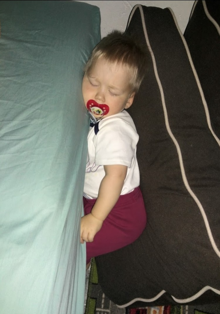 Федор опять уснул в нетривиальном месте