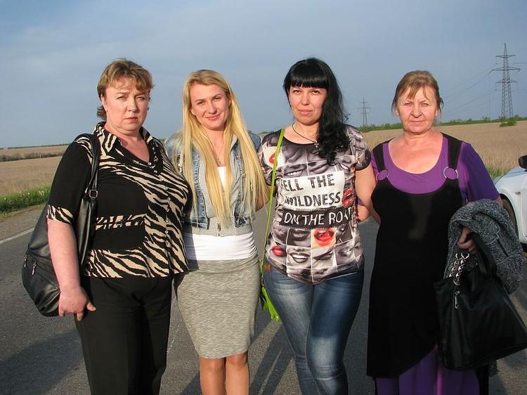 Дарья Васильевна с матерями и женами ополченцев, находящихся в украинском плену