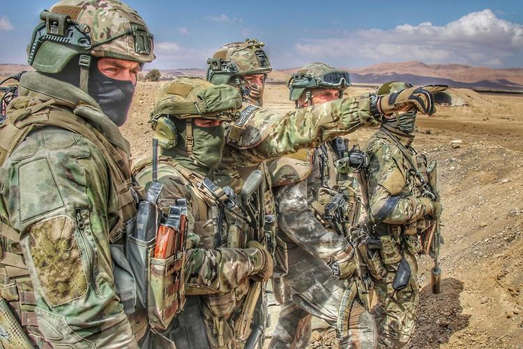Наши офицеры, военнослужащие совершили много героических и мужественных поступков, продемонстрировали стойкость, обучили сирийцев