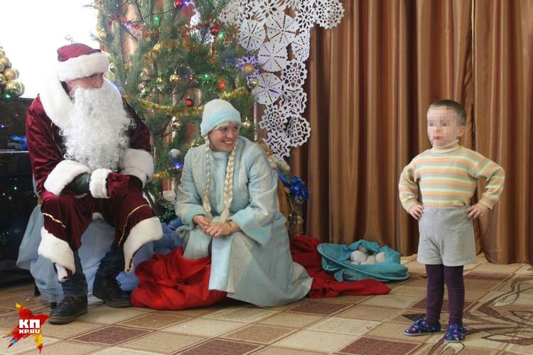 Чтобы получить подарок, надо было прочитать Деду Морозу стишок