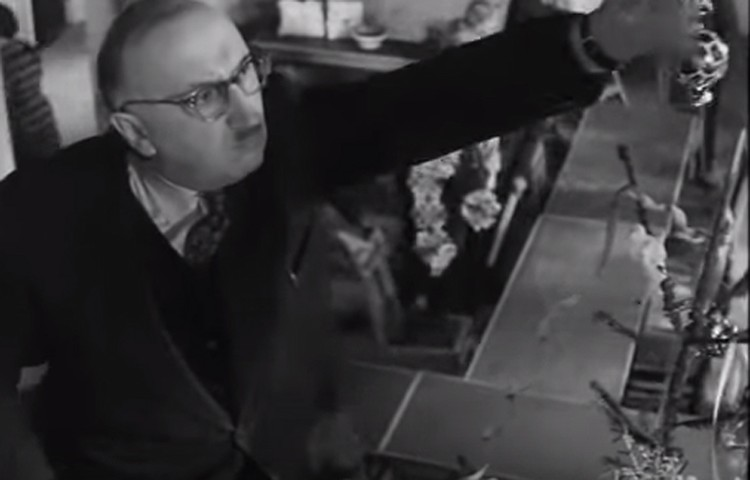 Впервые макушка как украшение елки штука появилась в фильме «Как рождаются тосты» 1962 года