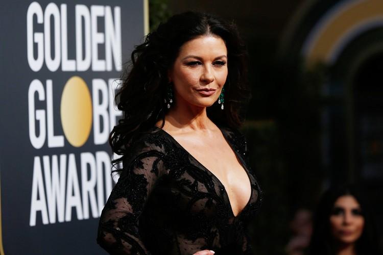 """Актриса пришла на """"Золотой глобус"""" без мужа Майкла Дугласа."""