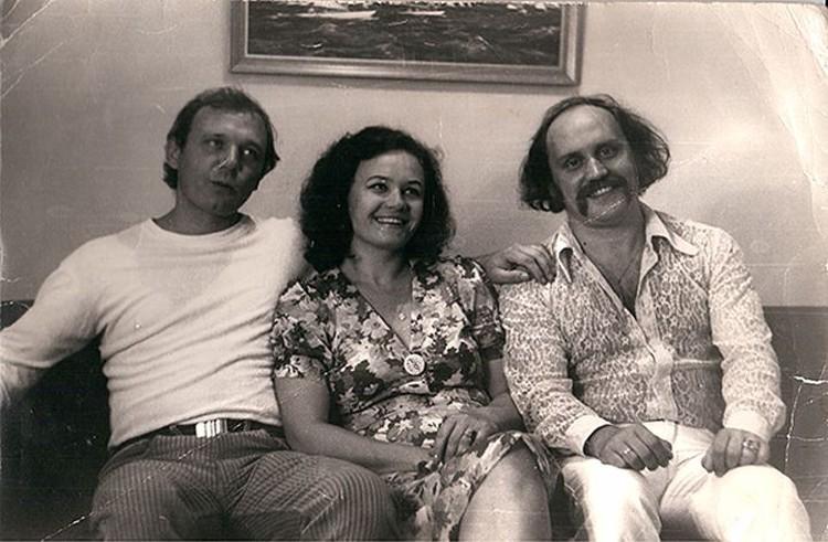 Марина Мулявина говорит, что семья ее родителей не распалась бы, будь жив Валерий Мулявин (слева), который был опорой и защитой ее отца. Фото: личный архив