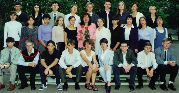 Класс, где учился герой. Роман Филипов (в нижнем ряду второй слева).