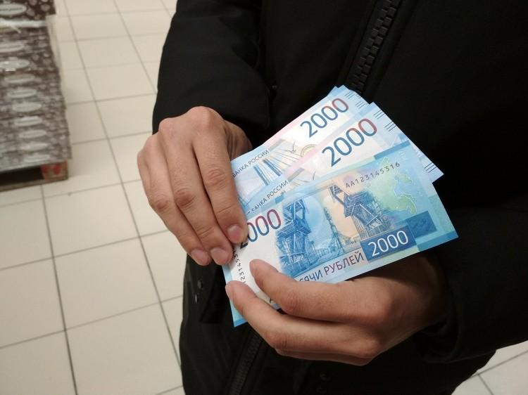 Новые банкноты выглядят необычно по сравнению со старыми банкнотами.