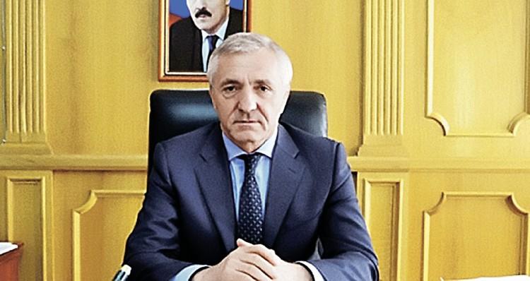 Бывший министр образования 66-летний Шахабас Шахов ближайшие недели проведет не в своем дворце, а в камере. Фото: dagminobr.ru
