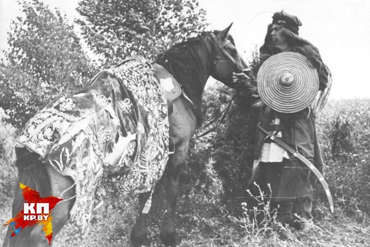 В роли грозного воина - Владимир Короткевич. Фото: архив семьи Владимира Короткевича