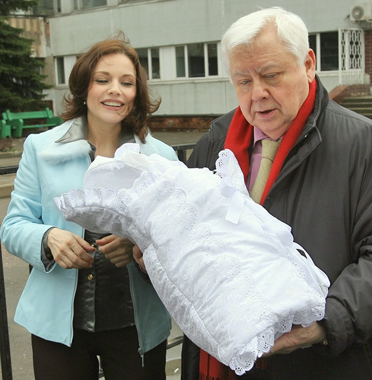 В 2006 году у Олега Табакова и Марины Зудиной родилась дочка Маша