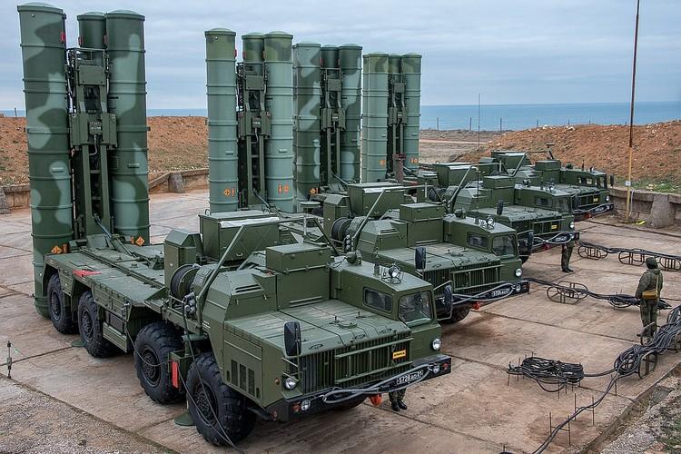 ЗРК С-400 контролирует воздушное пространство над Чонгаром и Армянском.