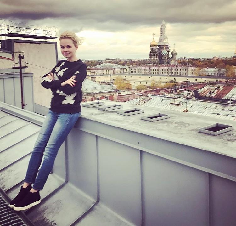 Алиса обожает гулять по крышам Петербурга. ФОТО: @alisavox