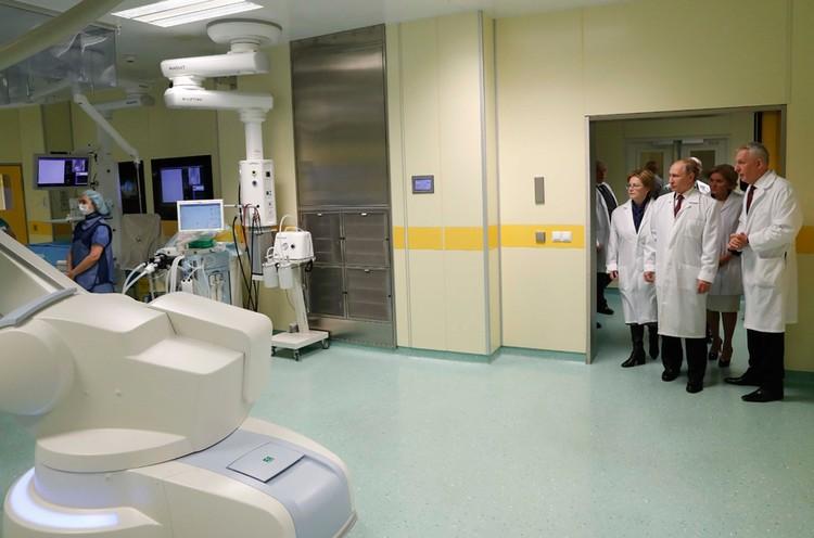 Президент встретился с медиками в петербургском Национальном медицинском исследовательском центре