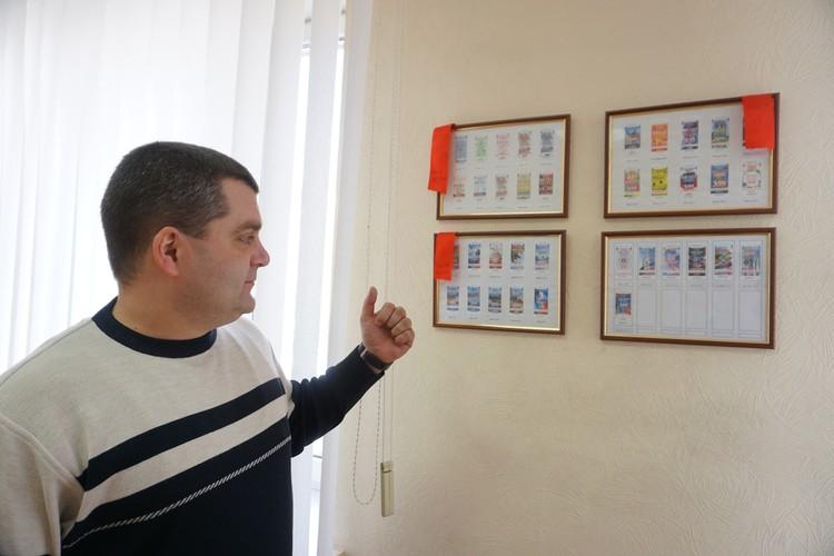 Юрий Дмитриевич демонстрирует уникальные донецкие талоны. Таких точно нет нигде!