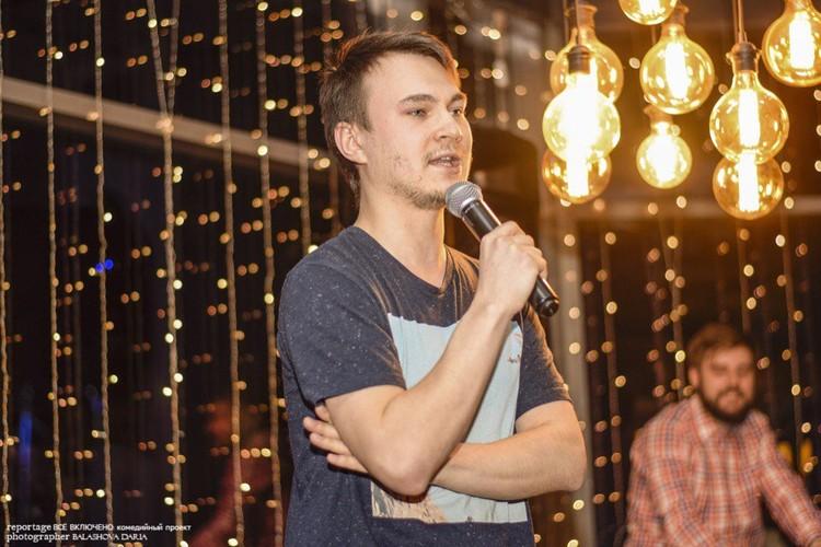 Егор Александров несколько раз писал сценарии для КВН и частных выступлений.