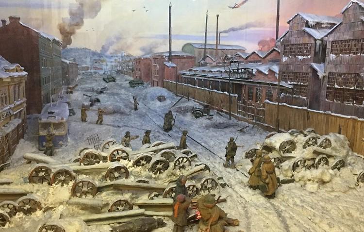 Диорама в музее Кировского завода изображает предприятие в годы блокады.