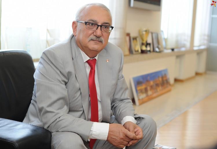 Третьим богачем страны стал 61-летний Павел Топузидис - председатель совета директоров «Табак-Инвеста».