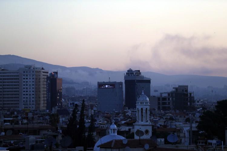 Жители города говорят, что удары были нанесены по научно-исследовательскому центру. Рвались «Томагавки» и в районе некоторых военных аэродромов Сирии