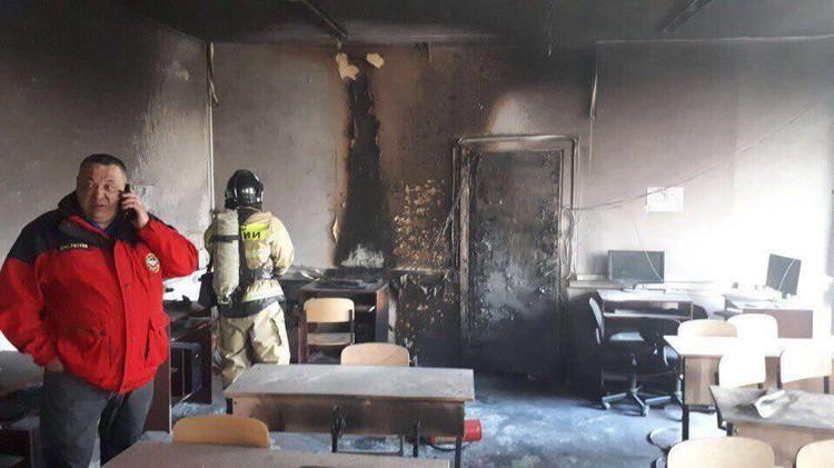 Пламя в считанные минуты уничтожило кабинет. Фото: соцсети