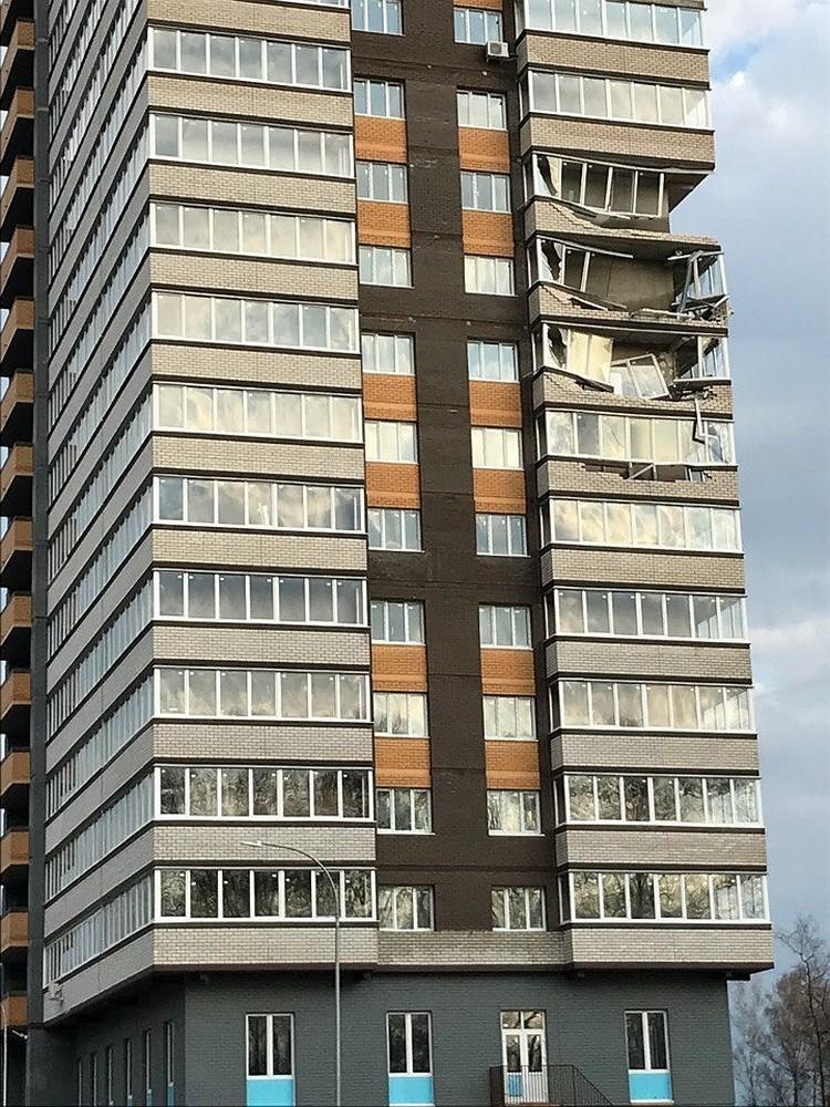 Ветер в Обнинске снес балконы в новостройке.