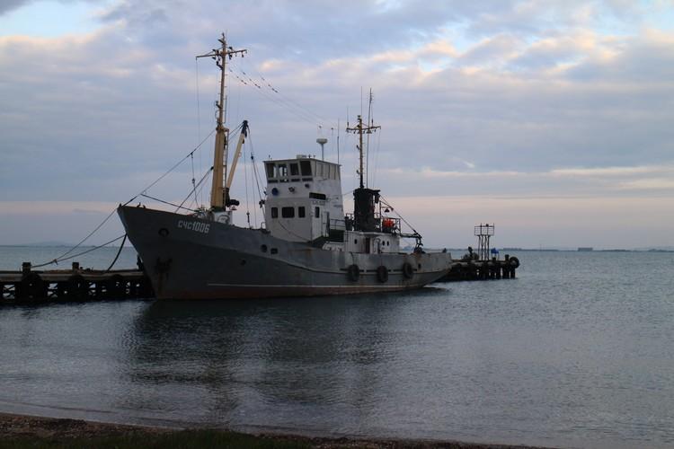 """Сейнер-близнец захваченного """"Норда"""". Принадлежит судно другому судовладельцу, который арендует у рыбколхоза место стоянки"""
