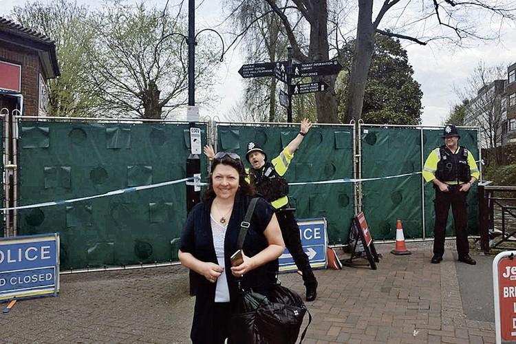Английский юмор: полицейский около места отравления Скрипалей решил немного похохмить... Фото: Личный архив Галины Сапожниковой
